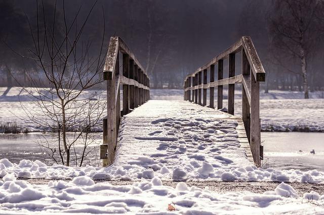 zasněžený most.jpg