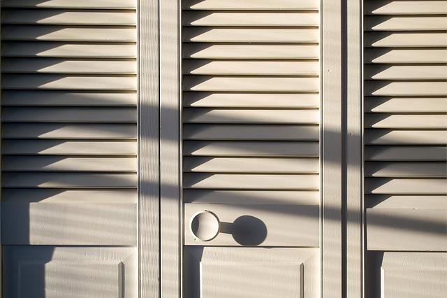 dřevěná skříň.jpg