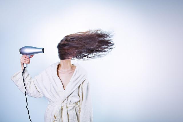 foukání vlasů